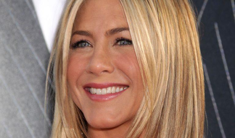 10 Ridiculously Stunning Photos Of Jennifer Aniston
