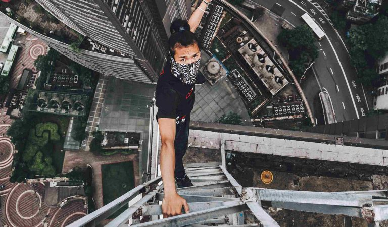 10 Tragic Details Surrounding Wu Yongning, The 26-Year-Old Internet Daredevil Who Fell From A Skycraper